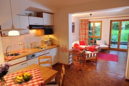 gemütliche Wohnung + großer Garten - Lejlighed