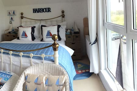 B&B The Boat Room. 3 ensuite avail. - isle of wight uk