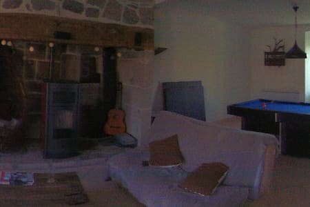Maison en pierre dans le Cantal - Vebret
