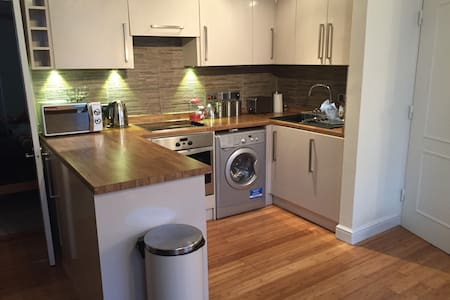 Village Location near Heathrow - Harmondsworth - Appartement