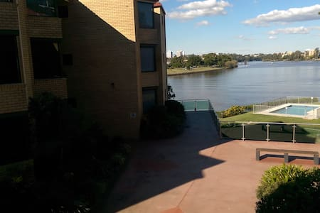 Room in River view apartment - Toowong - Daire