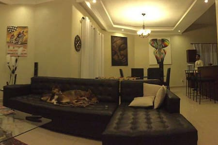 Room available in 4-bedroom fully furnished house! - Kigali - Huis