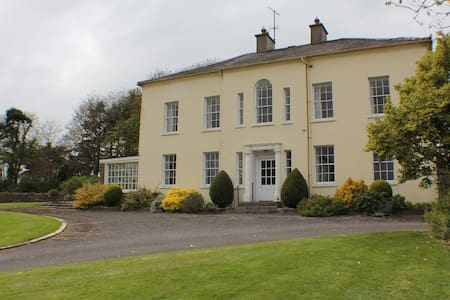Willowhill House - carrigaline - Bed & Breakfast