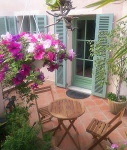Joli rez de jardin à 5 km de Cannes