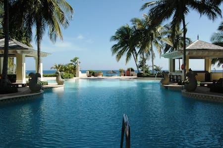 Beachfront luxury 1 BdRm Condo