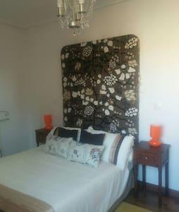 Habitación doble con baño privado - Sarón - Wohnung
