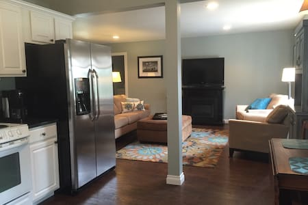Pet Friendly 2 Bedroom Flat - 트래버스 시티(Traverse City) - 아파트