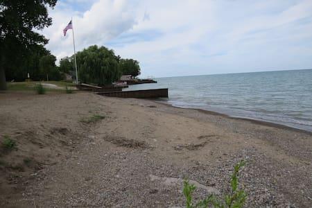 Venantius Escape Lakehouse-private beach - Lexington - Hus