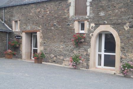 Chambres d'hôtes à Sainte Gemmes D'andigné - Konukevi