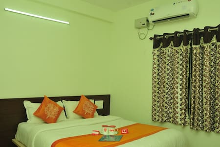 1 AC Room with attached bathroom - Bed & Breakfast