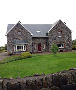 Home on the banks of the River Deel - Askeaton - Haus