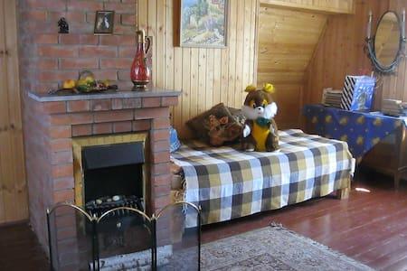 Комната в деревянном домике в подмосковье - Bed & Breakfast