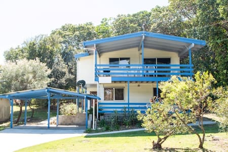 Large Whole House Beachside - Point Lookout - Talo