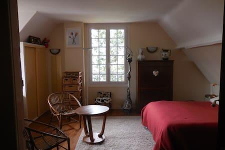 Lumineuse Chambre d'Amis - Breteuil - Casa