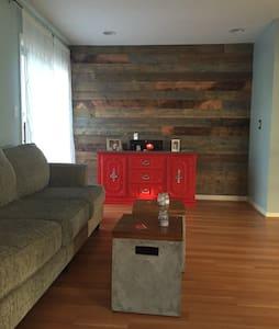 Amazing 1 bedroom with den - Casa a schiera