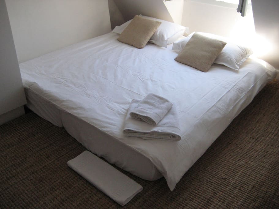 The single bed can become also a comfy double