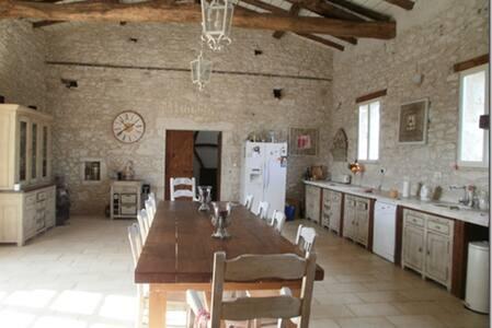 Beautiful hilltop villa in Dordogne