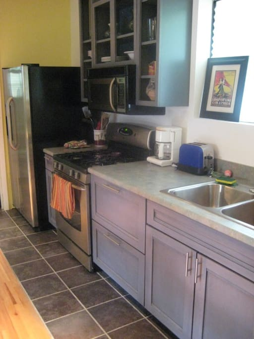 Fully equipped kitchen. The studio has its own washer/dryer, iron and ironing board.