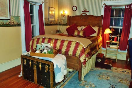 "Lylewood Inn B&B ""Sailor's Rest"" - Bed & Breakfast"