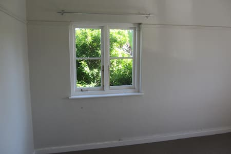 Huge sunny 3 bedroom flat for 6+ - Apartment