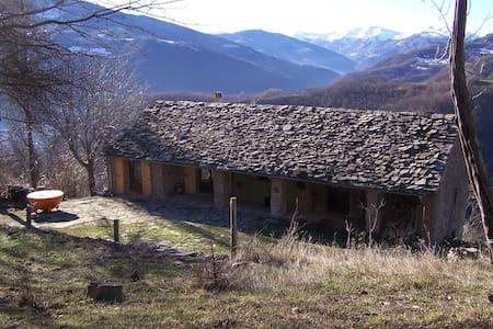 Idyllisches Natursteinhaus 18. Jh. - House