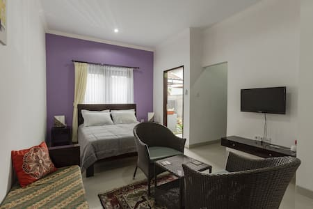 Fully equipped & serviced Studio Apartments which suit either the holiday maker or long term guests . Great for School teachers or Diving Instructors or some one who would like to unwind & enjoy the way of life Sanur offers.
