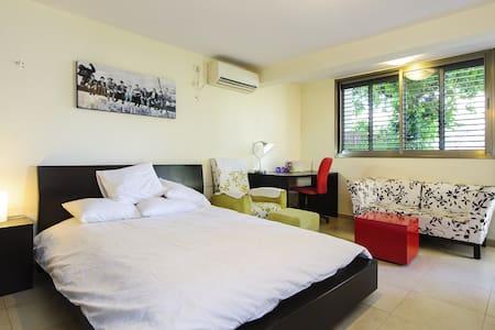Amazing apartment in north Tel Aviv - Huoneisto