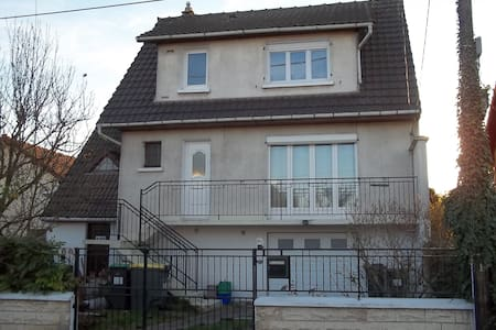 Chambre dans belle maison sud de Paris - Haus