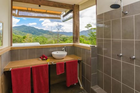 Wompoo Retreat- Mangosteen Bungalow with views - Cow Bay - Bed & Breakfast
