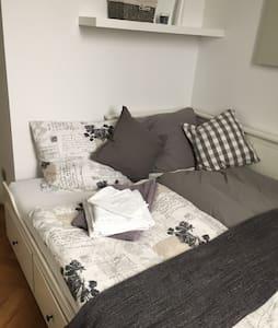 Modernes Zimmer - sehr zentral - Apartamento