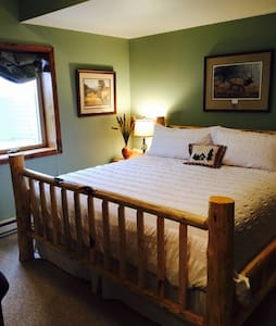 Two Bears Inn B&B - Elk Room