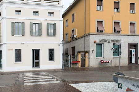 LA FORTEZZA-35 KM FROM MANTOVA-RENOVETED BUILDING - Wohnung