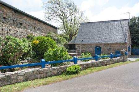 Petite maison bretonne de charme - House