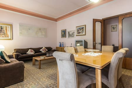 Stylish Apartment with view in the Tuscan village. - Appartement