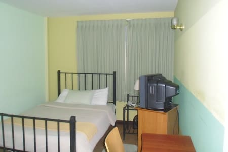 Green Room - San Pedro, Montes de Oca, Los Yoses - Bed & Breakfast