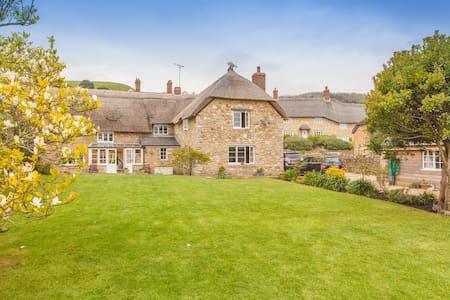 Beautiful Abbotsbury cottage.