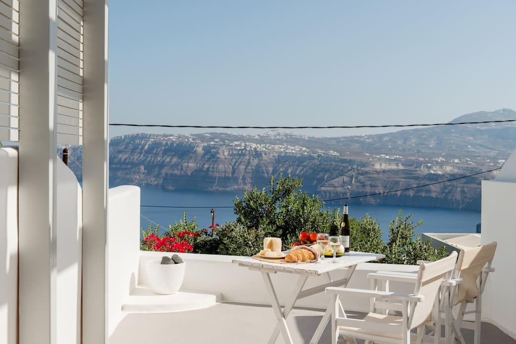 Balcony with caldera view