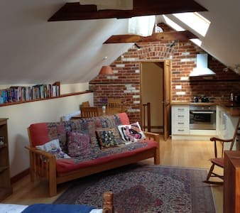 Self Catering, Spacious and Peaceful Studio Room - Loft