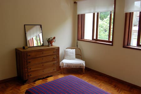 Simple bright room near centre - Porto