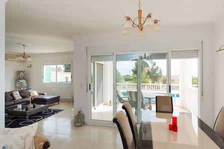 Lujosa Villa con piscina privada - Haus