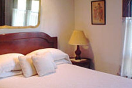 Inn of Twin Gables - North Room - Seattle - Bed & Breakfast