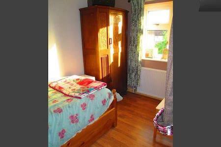 Cosy single room - Hus