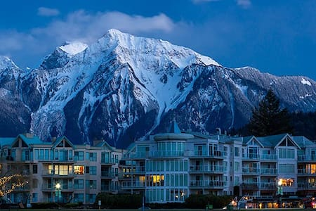Condo in beautiful Harrison Hot Springs, B.C. - Lakás