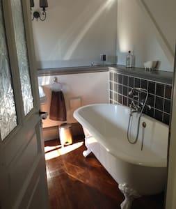 Chambre Arsène Lupin près d'Etretat - Les Loges - Bed & Breakfast
