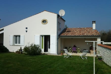 Gîte Pisany proche Royan - Maison