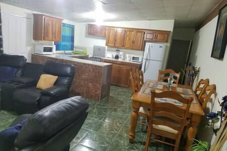 Liam's Guest House - San Juan - House