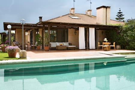 Villa Paola Sea, Golf, and Pool - close to Rome - House