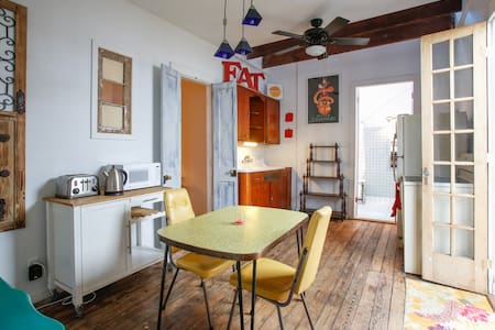 Beautiful Two-Bedroom Near Quarter