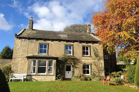 Historic country home with wonderful Dales views - Hetton - Hus