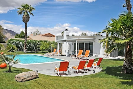 Palm Springs- mid century today